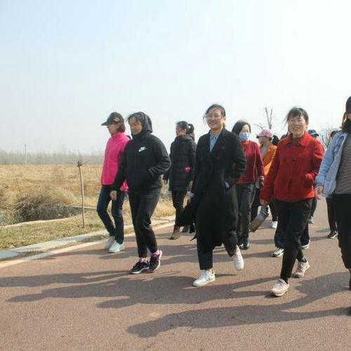 峄山景区组织开展踏青春游团建活动