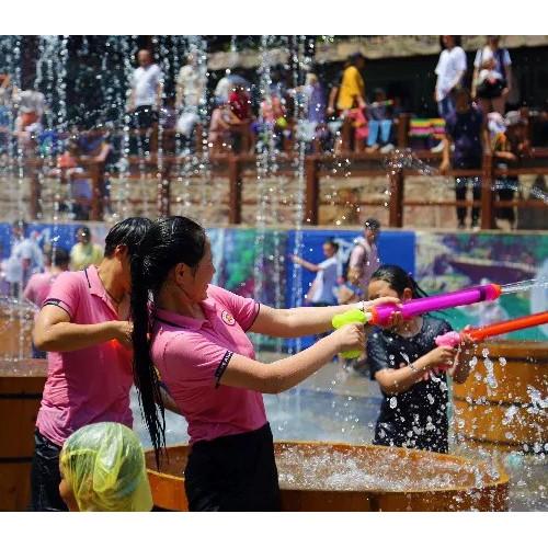 宝泉泼水狂欢节:夏天的正确打开方式
