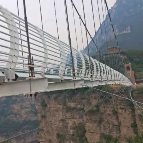 快来太行大峡谷,在玻璃桥上试探一下自己的胆量和勇气吧