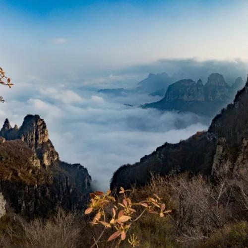 轿顶山的美宛如一幅淡雅动感的中国画