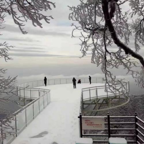 春节来黛眉山看雾凇冰挂和宫灯