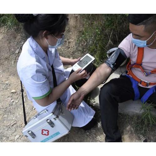神农山景区应急救援演练增加景区安全救援队伍救援熟练度