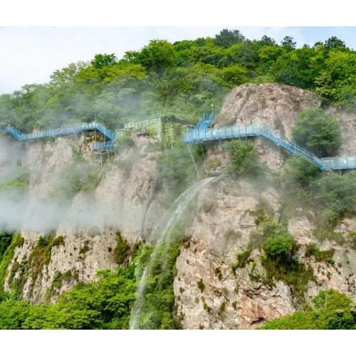 来马仁奇峰景区在水花飞溅、惊声尖叫中感受夏日的爽快