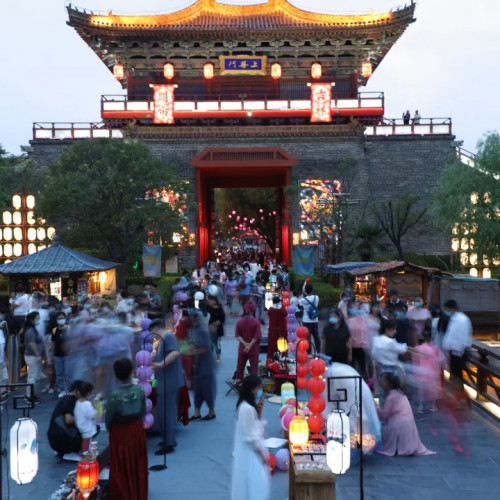 清明上河园东京夜市正式开市,为开封夜经济添了新的精彩