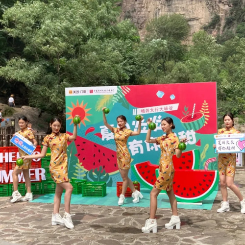 太行大峡谷景区旗袍秀展示,仪态万千,楚楚动人